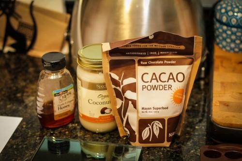 Perustarvikkeet suklaan tekemiseen
